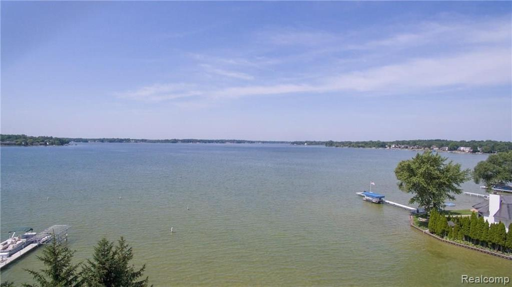 1540 CASS LAKE Road Property Photo - Keego Harbor, MI real estate listing