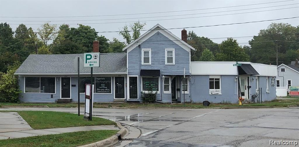 218 N WALNUT Street Property Photo - Fenton, MI real estate listing