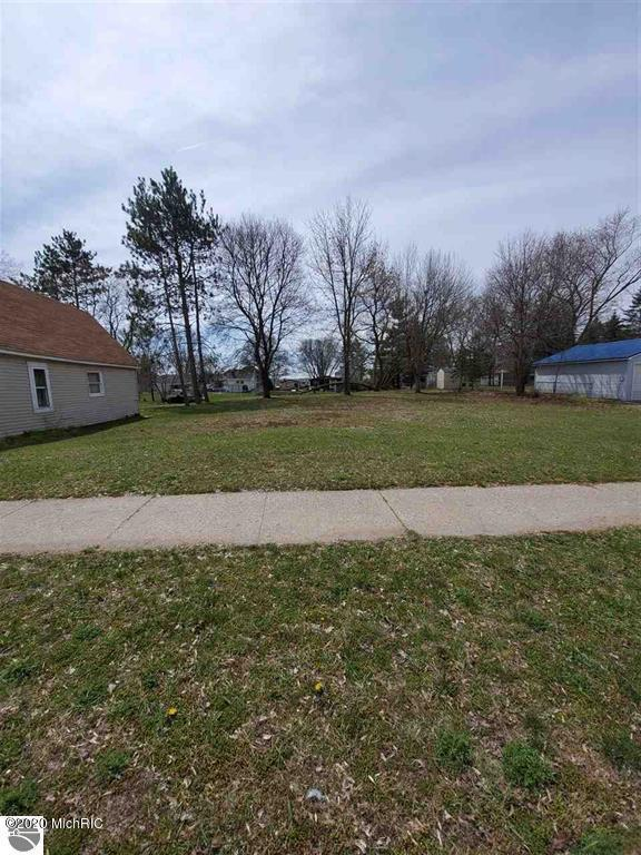 927 Chestnut Street Property Photo - Cadillac, MI real estate listing