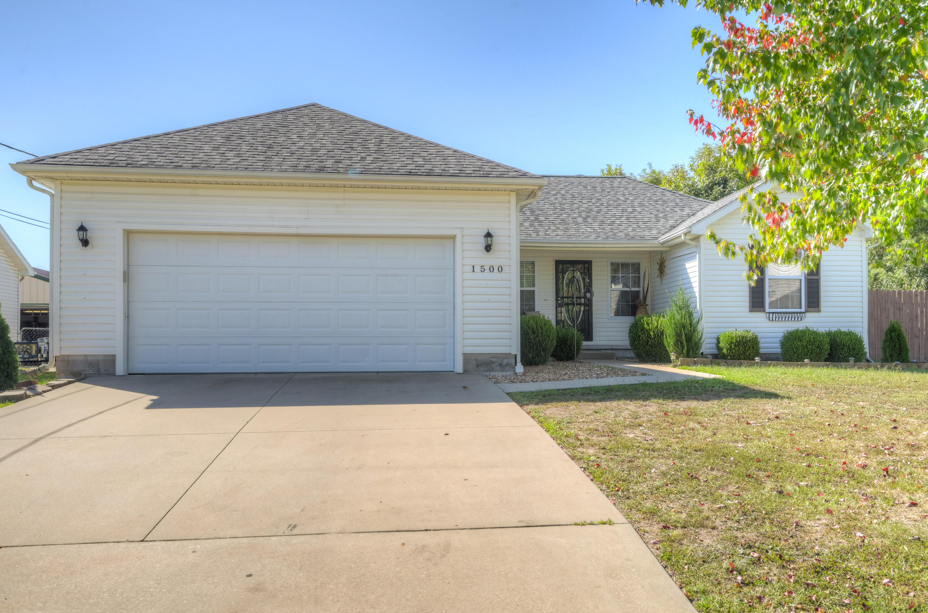 1500 Kent Drive Property Photo - Webb City, MO real estate listing