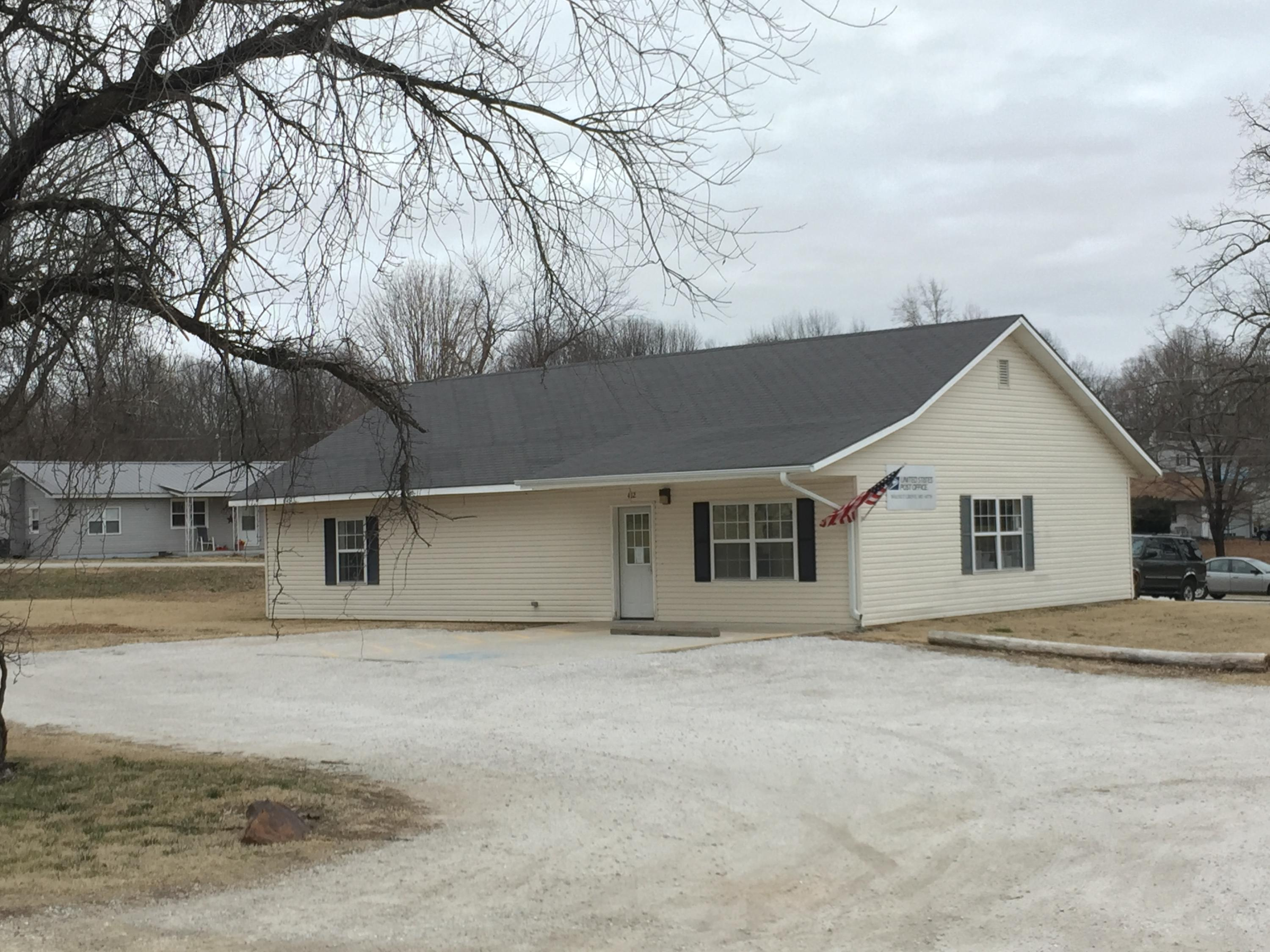 102 E Valley View Drive Property Photo - Walnut Grove, MO real estate listing